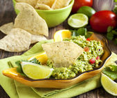 Fresh guacamole with corn tortilla chips — Stock Photo