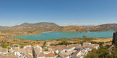 Panoramic landscape photo of Sierra de Grazalema national park. Old village with white houses. Pueblos blancos. Beautiful scenery. Blue sky. Malaga. Andalusia. Spain. — Stock Photo