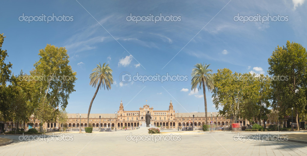 Panoramic photo of Plaza de Espana in the city Park Maria Luisa. Blue sky. The capital city Sevilla. Andalusia. Spain. — Stock Photo #13131305