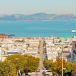 Streets and houses of San Francisco. Blue sky. Ocean and mountai — Stock Photo