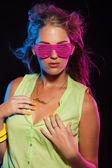 Сексуальные ретро 80-х годов мода диско девушка с длинными светлыми волосами и Пи — Стоковое фото