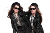 Two bold eighties fashion girls with sunglasses in black and whi — Stock Photo