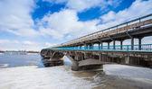 Metro bridge i vinter kiev city — Stockfoto