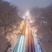 Snowstorm, slick roads and lots of traffic in night city — Stockfoto