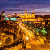 Night view of medieval half-ruined castle in Kamenetz-Podolsk, Ukraine — Stock Photo