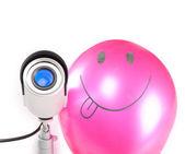 Dag & natt färg övervakning video cameraand leende luft ball isolerad på vit bakgrund — Stockfoto