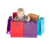 Garçon attrayant avec des sacs à provisions — Photo