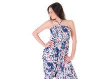夏のドレスの魅力的な女性 — ストック写真