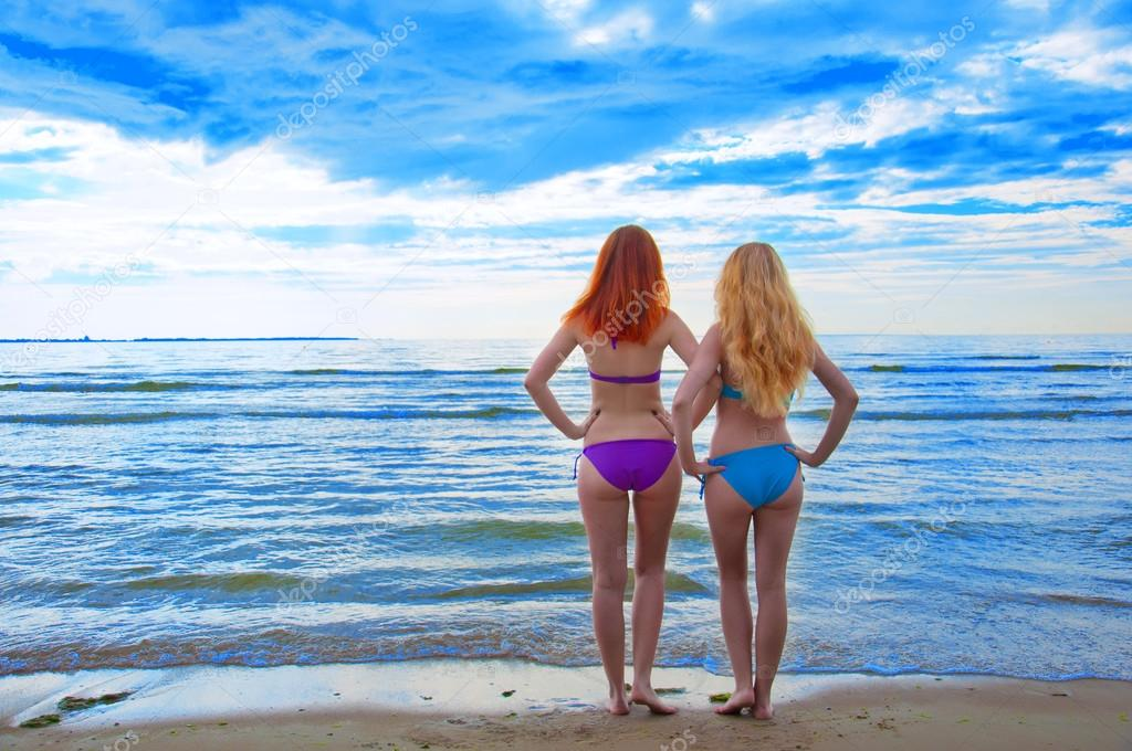 photo of girls sitting in water at beach № 16877