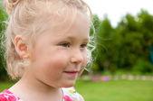 Portrait of a smiling Little girl in garden — Stock Photo