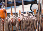 Ancient wooden sailboat pulleys and ropes detail — Stock Photo