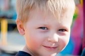 Smiling boy portrait. outdoor — Stockfoto