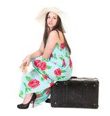 Mujer hermosa en verano vestido con sombrero — Foto de Stock