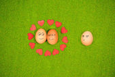 Funny eggs in love and one jealous egg — Zdjęcie stockowe