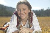 自然の中で若い女の子 — ストック写真