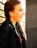 Teenage girl on the street — Stockfoto