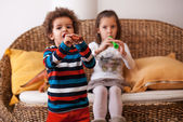 Children playing on instruments — Stock Photo