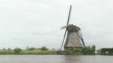 Dutch windmill near Kinderdijk, The Netherlands — Stock Video