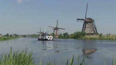 Dutch windmills near Kinderdijk, The Netherlands — Stock Video