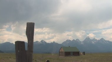Old cabin with dust devil near Grand Teton National Park — Stock video