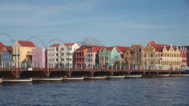 The famous pontoon bridge in Willemstad, Netherlands Antilles — Stock Video