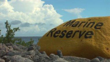 Yellow stone marking the Marine Reserve — 图库视频影像