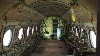 一个被剥离的飞机的内部 — 图库视频影像