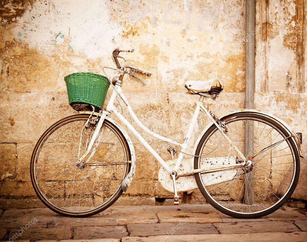 Vintage bicycle — Stock Photo © Piccia #12795835