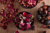 Dried rose hips, buds and petals — Stock Photo