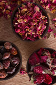 Dried rose hips, buds and petals — Stockfoto