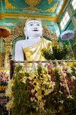Ofertas para o templo do buda — Fotografia Stock