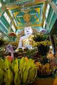 Offerings to Buddha temple — Foto Stock