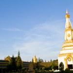 Thai temple, Maha Chedi Chaimongkol at Roi et Province Thailand — Stock Photo #32929159