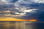 Cloud sunrise in the sea — Stock Photo