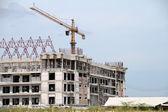 Kran på byggarbetsplats — Stockfoto