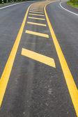 Yol doku zemin üzerine sarı hat — Stok fotoğraf
