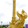 Gold garuda statue — Photo