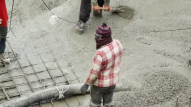 Pouring the concrete floor — Vídeo de stock
