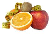 Concetto di dieta. kiwi, aple rosse e arance — Foto Stock