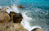 Waves splashing over rocks — Stock Photo