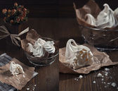 White meringues and dry orange roses — Stock Photo