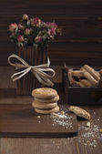 Side view of cookies and dry roses — Stock Photo