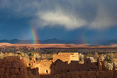 Rainbow over Morocco village in desert — Stockfoto