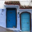 Traditional doors in blue city Chefchaouen, Morocco — Stock Photo