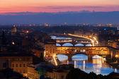 Florença, Itália, 20 de setembro: ponte vecchio em noite sobre arno — Fotografia Stock