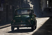 FLORENCE, ITALY - SEPTEMBER 19: old car on the street of Florenc — Stock Photo