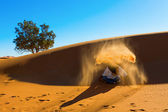 Berber playing and throwing with sands in Desert Sahara, creatin — Stock Photo