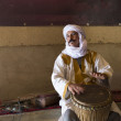 MARRAKESH, MOROCCO - MARCH 3: A man sings in house of Marrakesh — Stock Photo