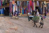 MARRAKECH, MOROCCO - MARCH 5: traditional store on streets on Ma — Стоковое фото