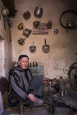 MARRAKECH, MOROCCO - MARCH 6: traditional store on streets on Ma — Stock Photo